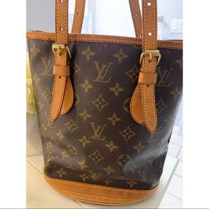 Authentic Louis Vuitton Bucket Bag Clean Cond.